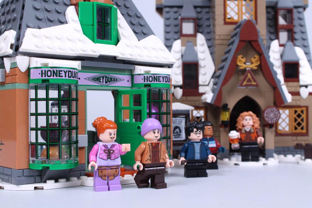 LEGO Harry Potter 76388 Hogsmeade Village Visit review 22