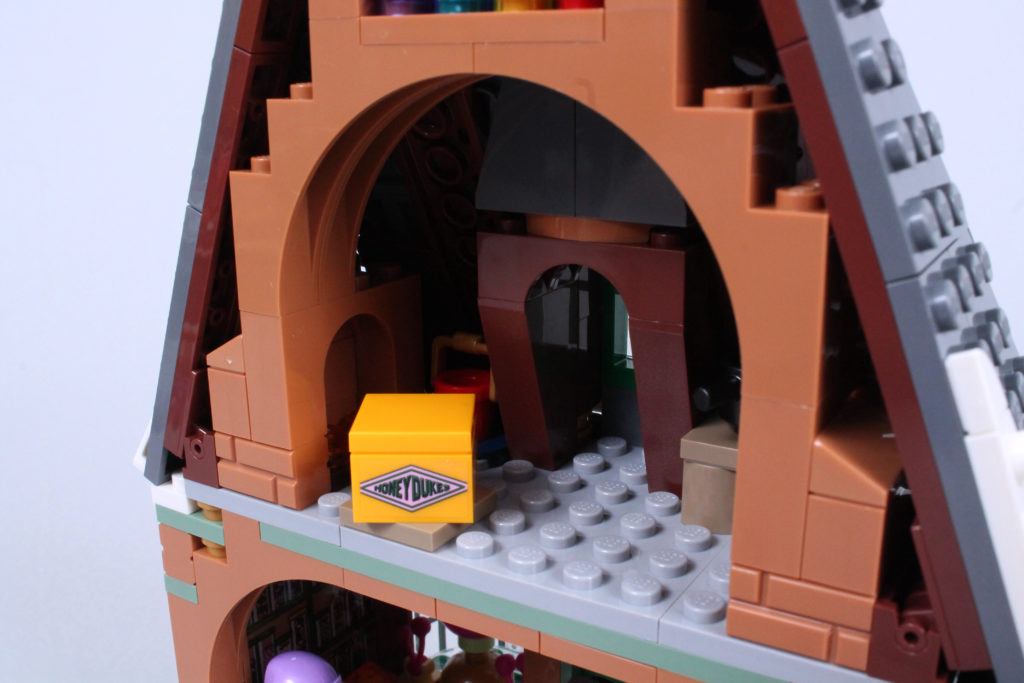 LEGO Harry Potter 76388 Hogsmeade Village Visit review 9