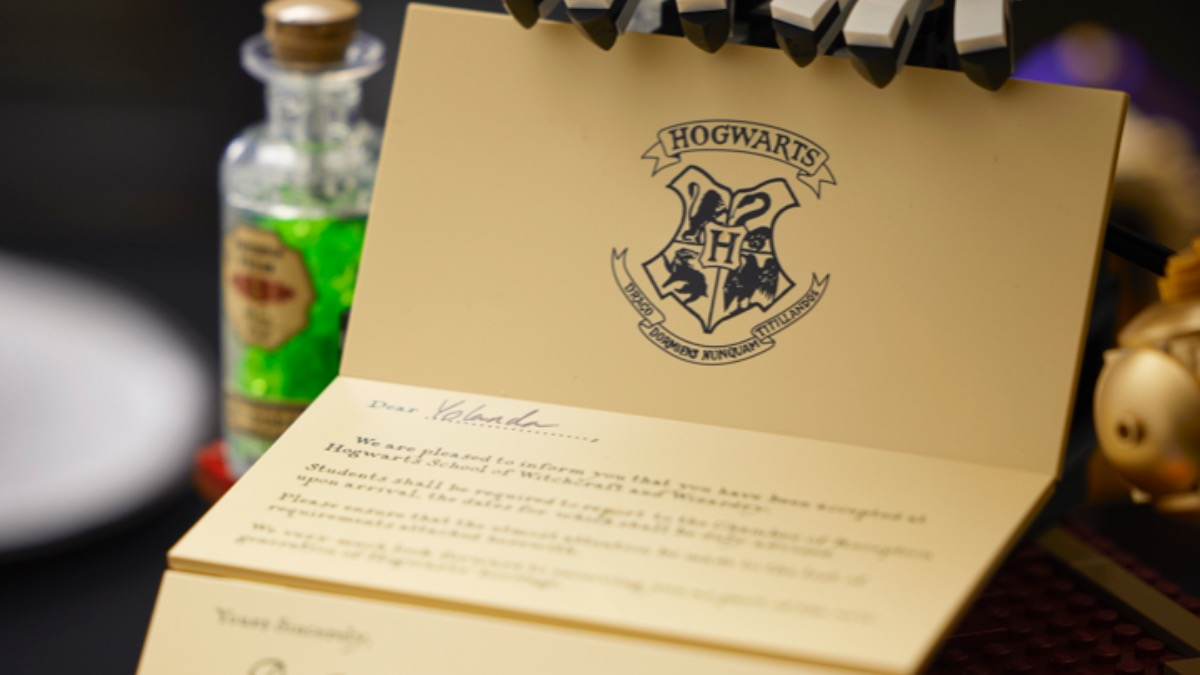 LEGO Harry Potter 76391 Hogwarts Icons Collectors Edition Featured Letter
