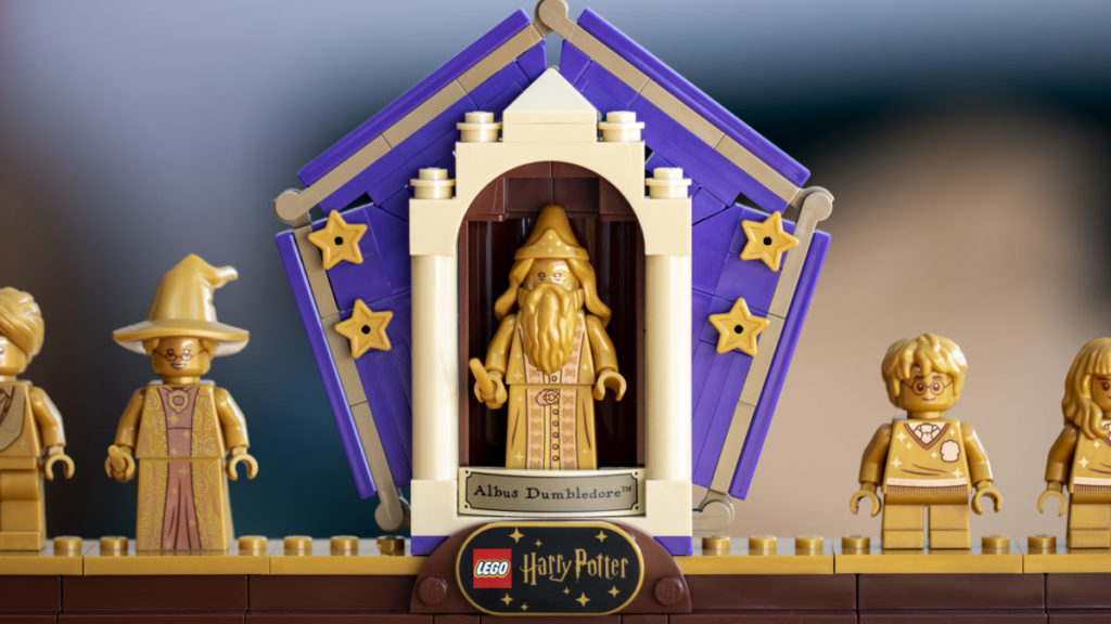 LEGO Harry Potter 76391 Hogwarts Icons Collectors Edition minifigure display 3
