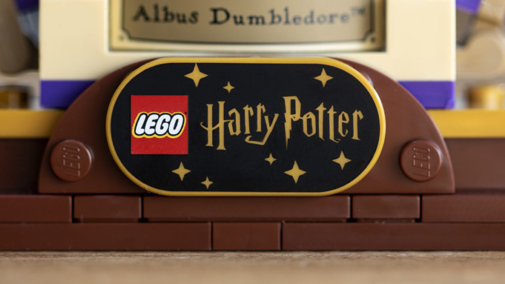 LEGO Harry Potter 76391 Hogwarts Icons Collectors Edition minifigure display 4