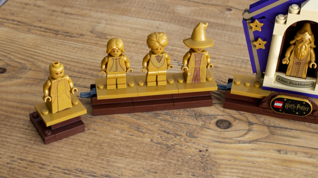 LEGO Harry Potter 76391 Hogwarts Icons Collectors Edition minifigure display 8