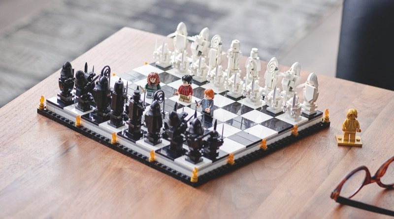 LEGO Harry Potter 76392 Hogwarts Wizards Chess Featured 800x445