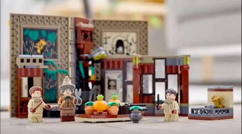 LEGO Harry Potter Herbology Classroom Featured