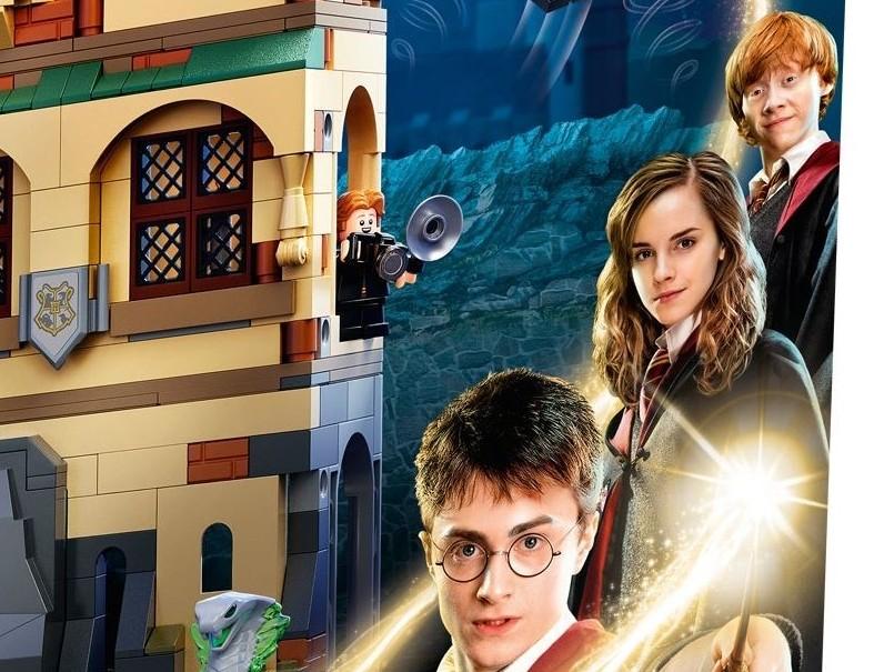LEGO Harry Potter Ron puzzling