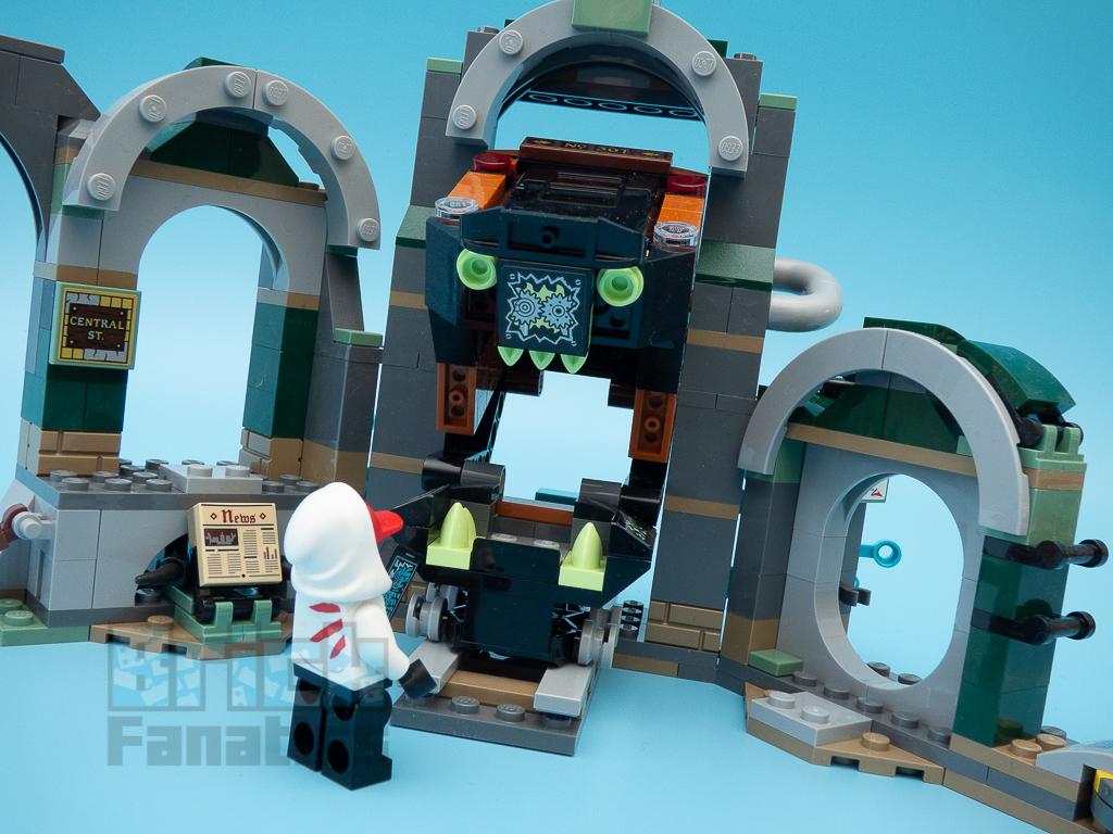 LEGO Hidden Side 70430 Newbury Subway 11