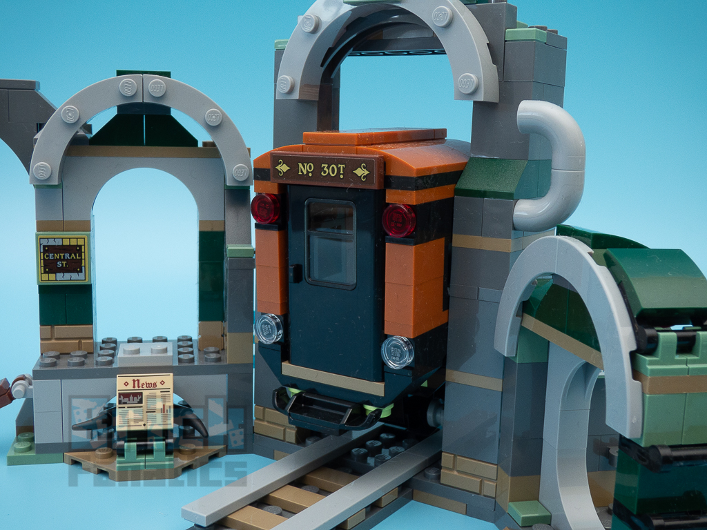 LEGO Hidden Side 70430 Newbury Subway 9