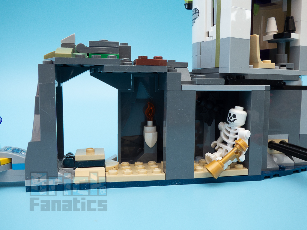 LEGO Hidden Side 70431 The Lighthouse Of Darkness 14