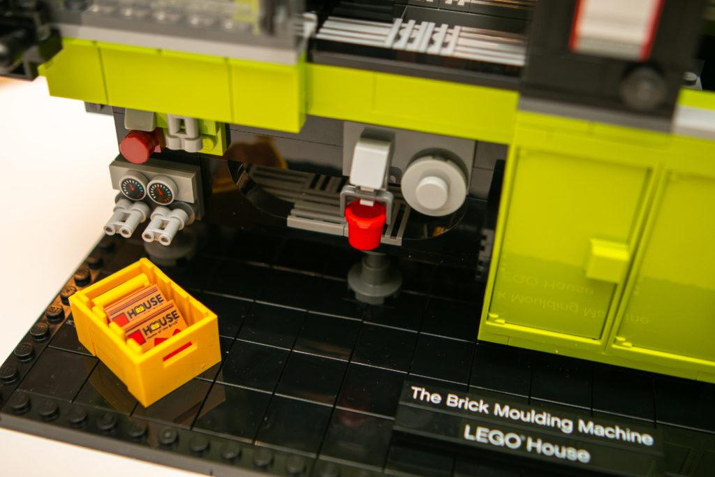 LEGO House 40502 The Brick Moulding Machine 9