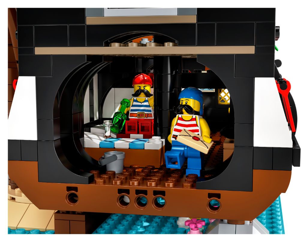 LEGO Ideas 21322 Pirates Of Barracuda Bay 11