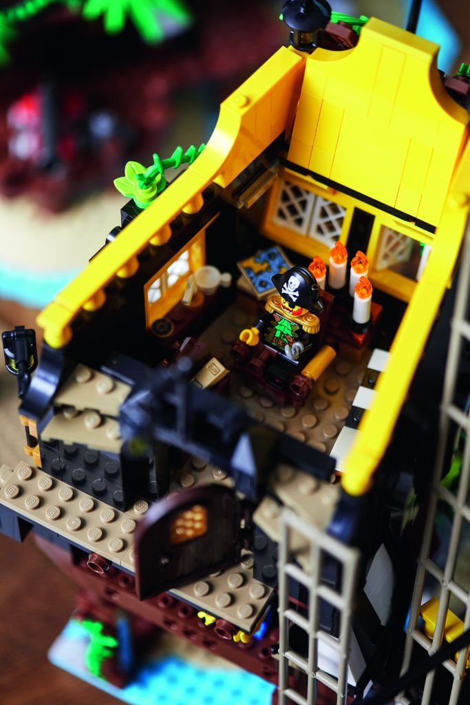 LEGO Ideas 21322 Pirates Of Barracuda Bay 45