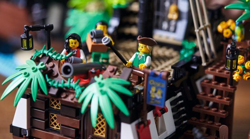 LEGO Ideas 21322 Pirates of Barracuda Bay featured resized 2
