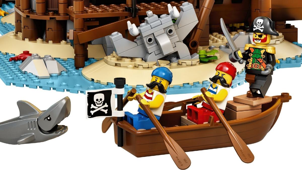 LEGO Ideas 21322 Pirates Of Barracuda Bay Minifigure Boat Shark Rowing Featured