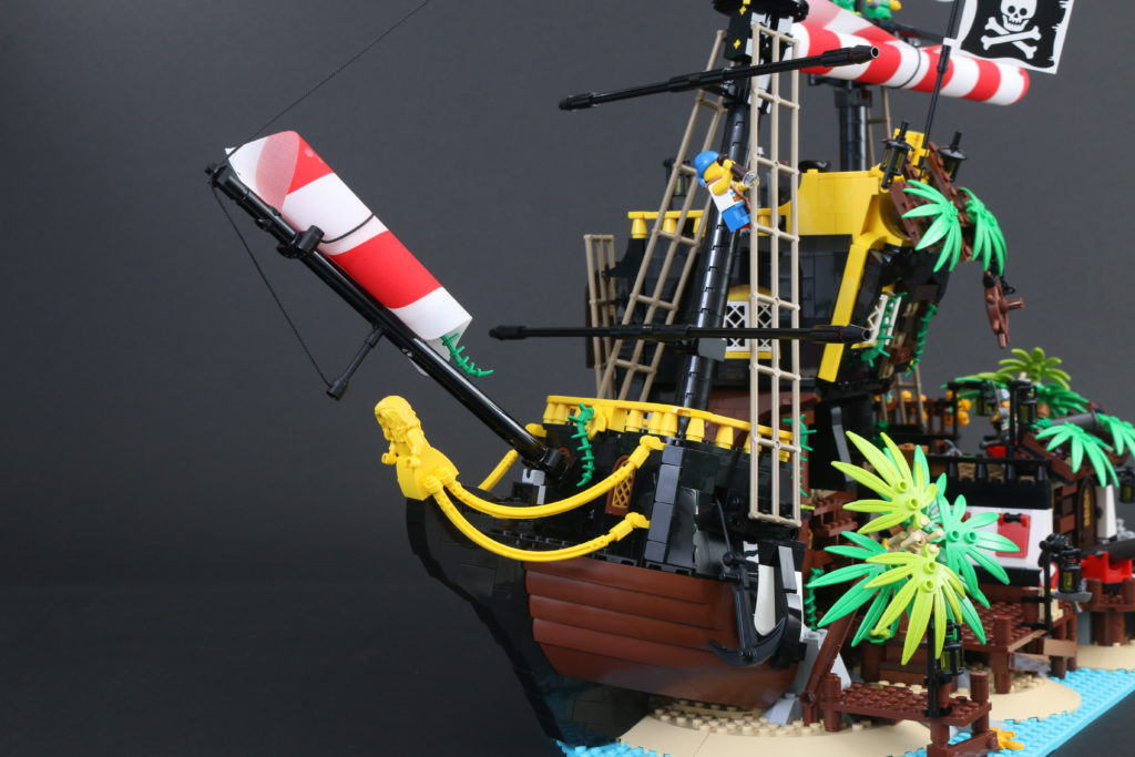 LEGO Ideas 21322 Pirates Of Barracuda Bay Review 14