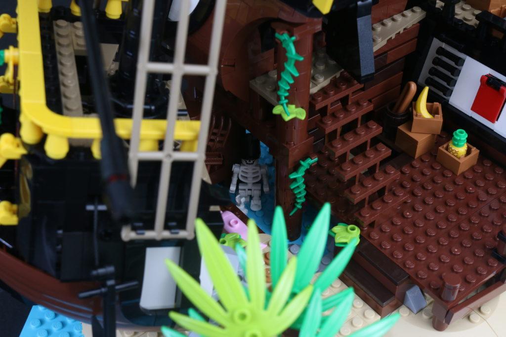 LEGO Ideas 21322 Pirates of Barracuda Bay review 18