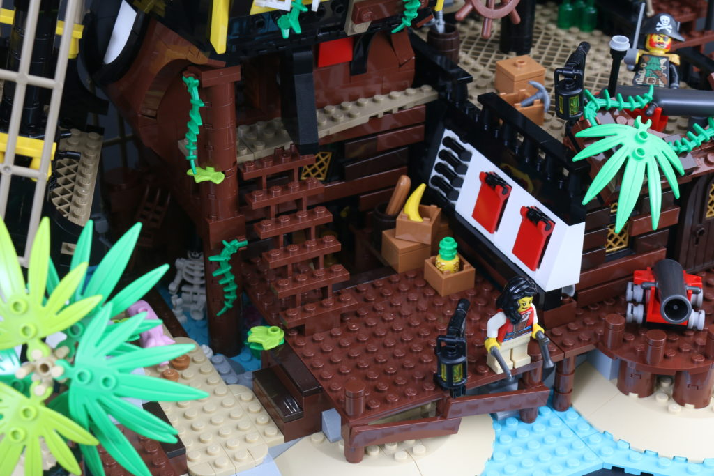 LEGO Ideas 21322 Pirates Of Barracuda Bay Review 19