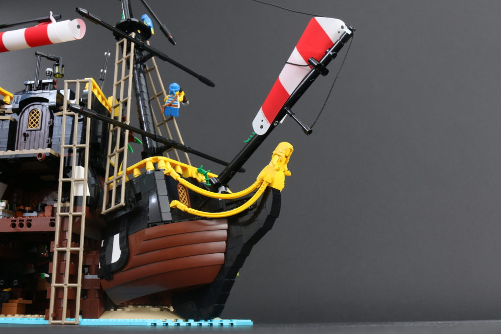 LEGO Ideas 21322 Pirates Of Barracuda Bay Review 33