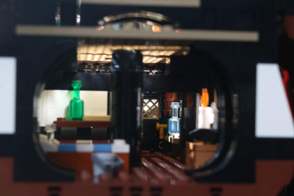 LEGO Ideas 21322 Pirates of Barracuda Bay review 37
