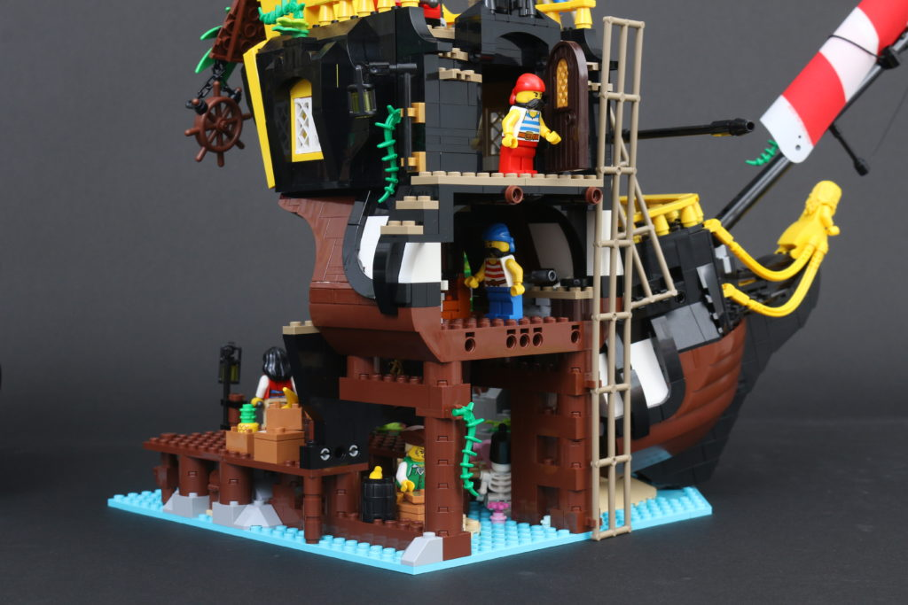 LEGO Ideas 21322 Pirates Of Barracuda Bay Review 38