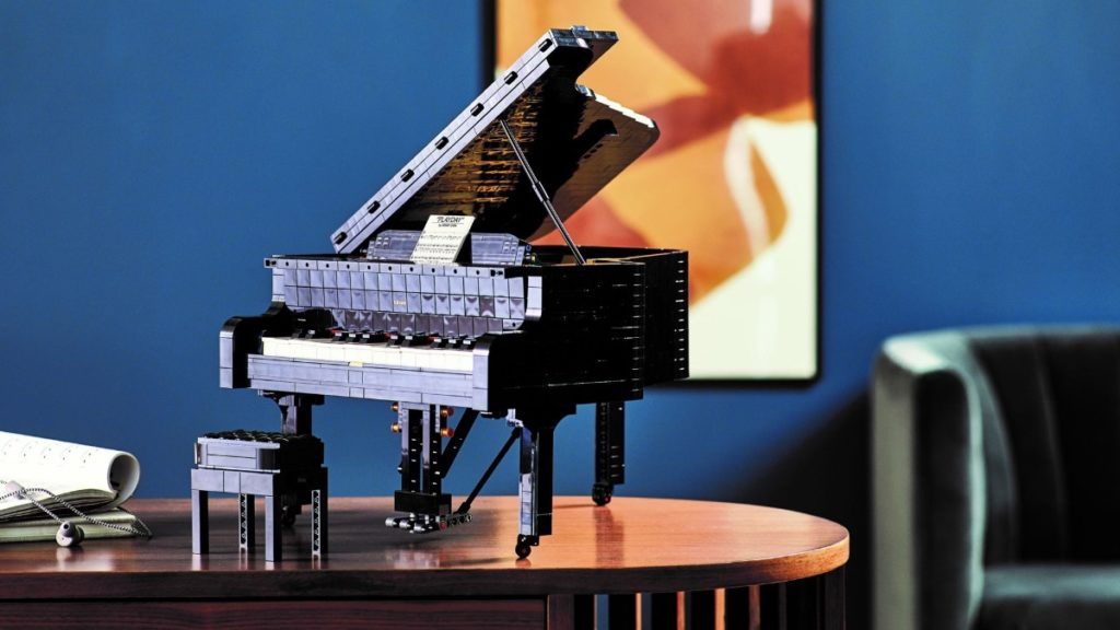 LEGO Ideas 21323 Grand Piano featured 4