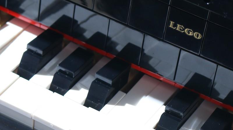 LEGO Ideas 21323 Grand Piano Review Title