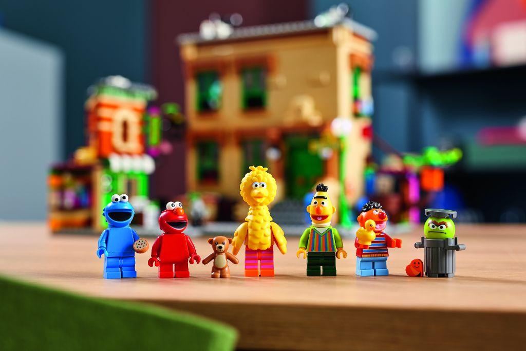 LEGO Ideas 21324 Sesame Street 12