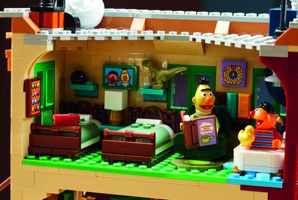 LEGO Ideas 21324 Sesame Street 14