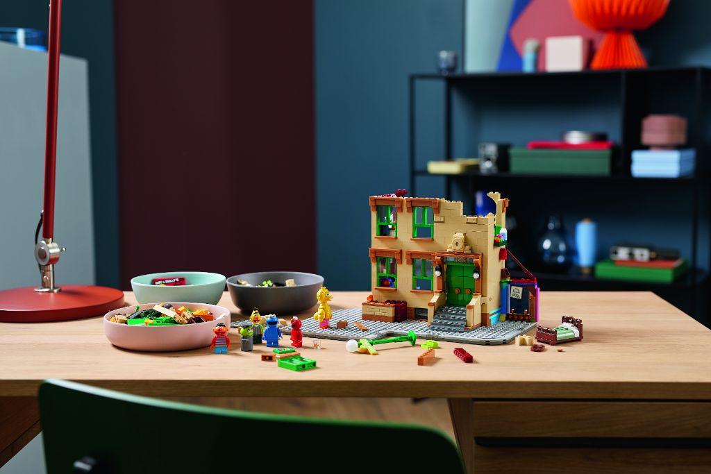 LEGO Ideas 21324 Sesame Street 15
