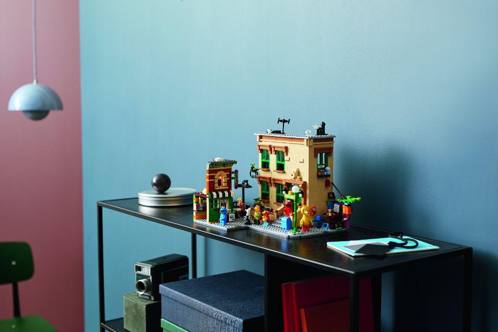 LEGO Ideas 21324 Sesame Street 16