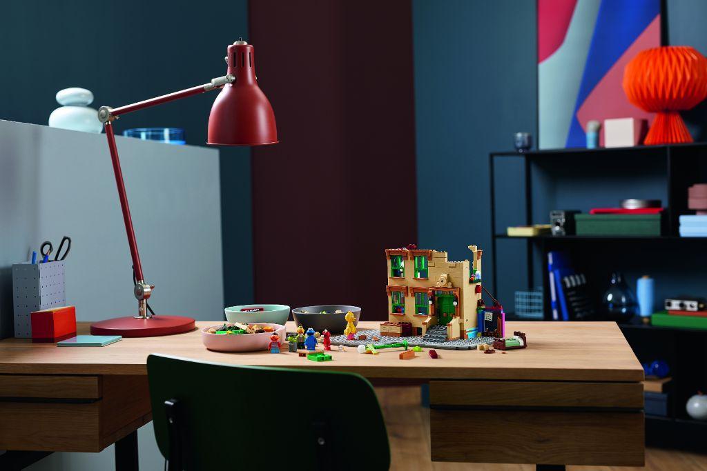 LEGO Ideas 21324 Sesame Street 19