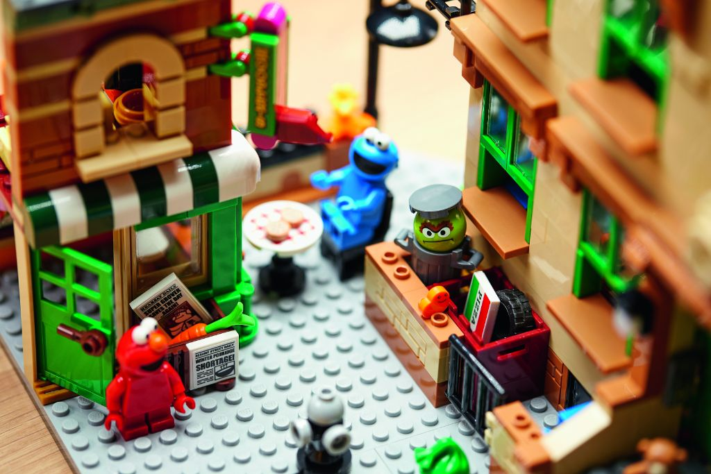 LEGO Ideas 21324 Sesame Street 24