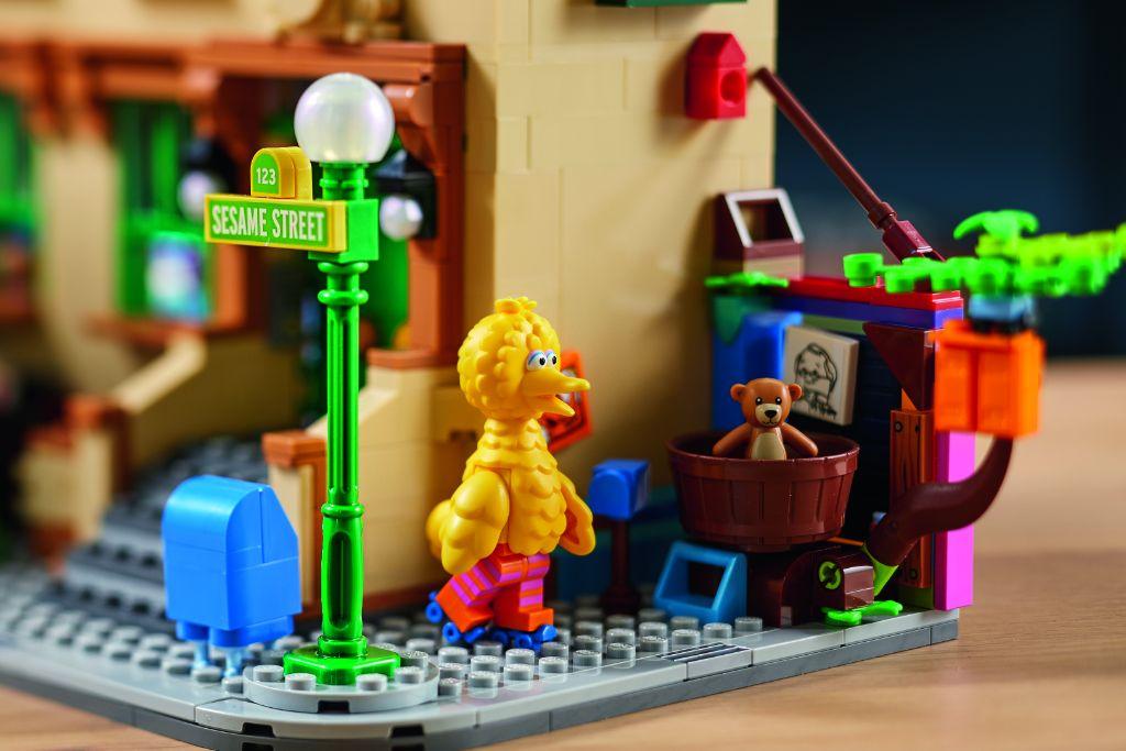 LEGO Ideas 21324 Sesame Street 25