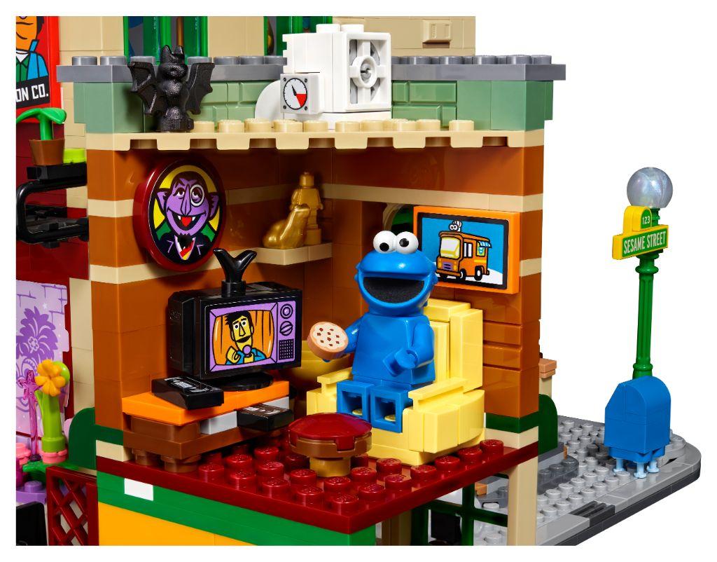 LEGO Ideas 21324 Sesame Street 9