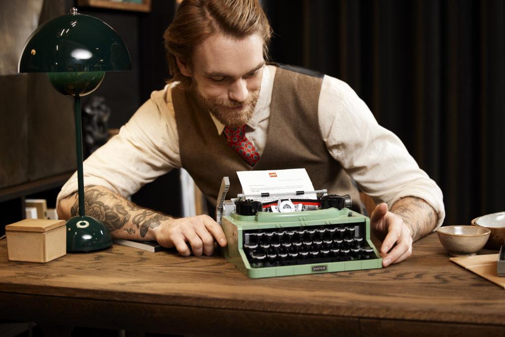 LEGO Ideas 21327 Typewriter Lifestyle 3