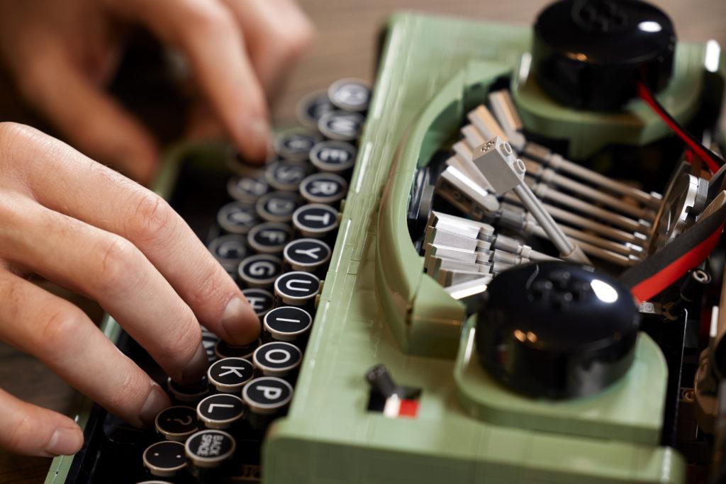 LEGO Ideas 21327 Typewriter lifestyle 1