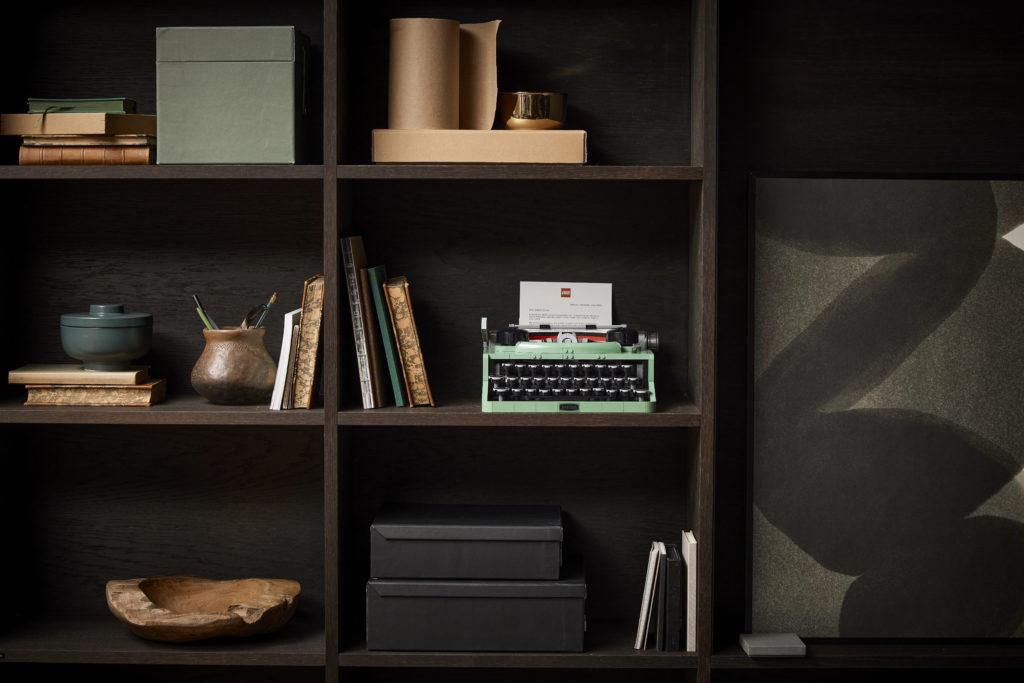 LEGO Ideas 21327 Typewriter lifestyle 10