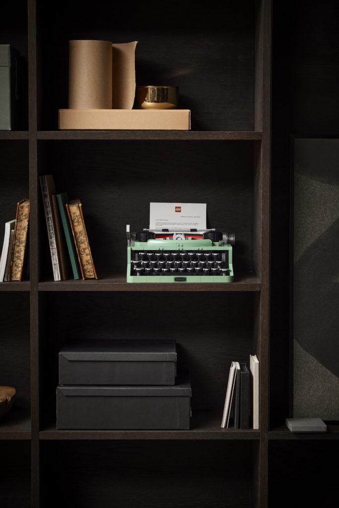 LEGO Ideas 21327 Typewriter lifestyle 11
