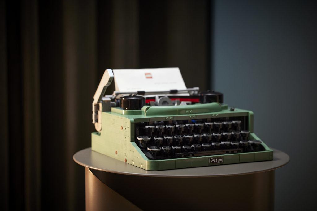 LEGO Ideas 21327 Typewriter lifestyle 13