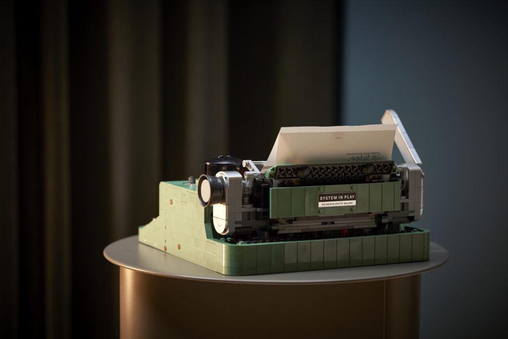 LEGO Ideas 21327 Typewriter lifestyle 14