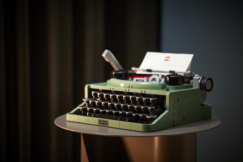 LEGO Ideas 21327 Typewriter lifestyle 15