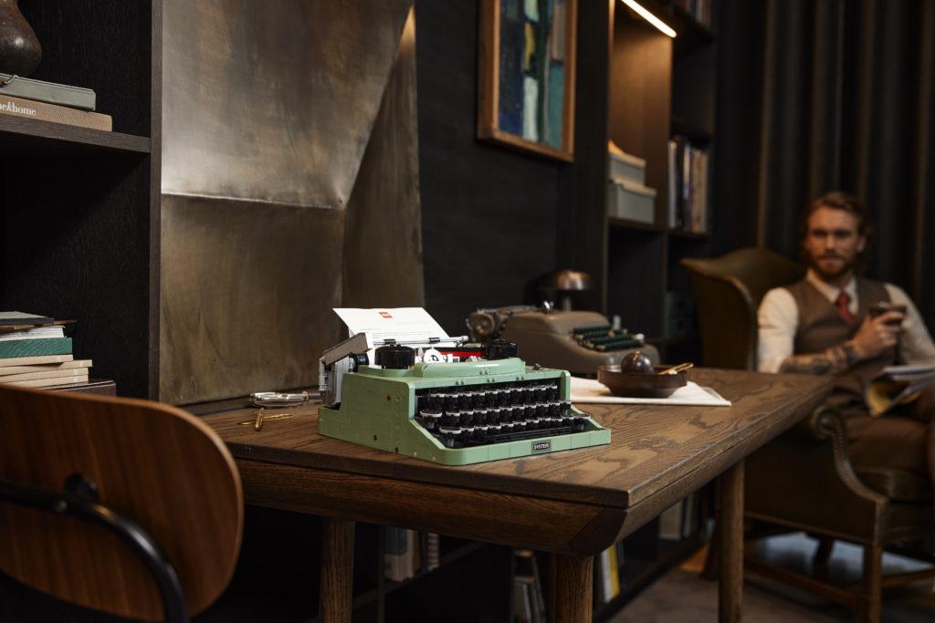 LEGO Ideas 21327 Typewriter lifestyle 18