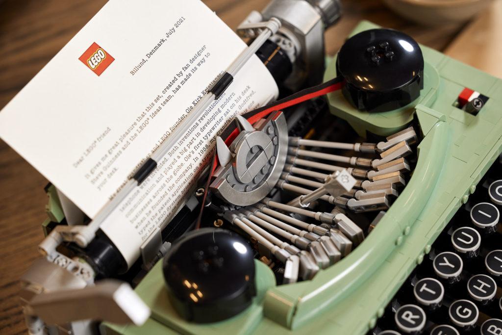 LEGO Ideas 21327 Typewriter lifestyle 4