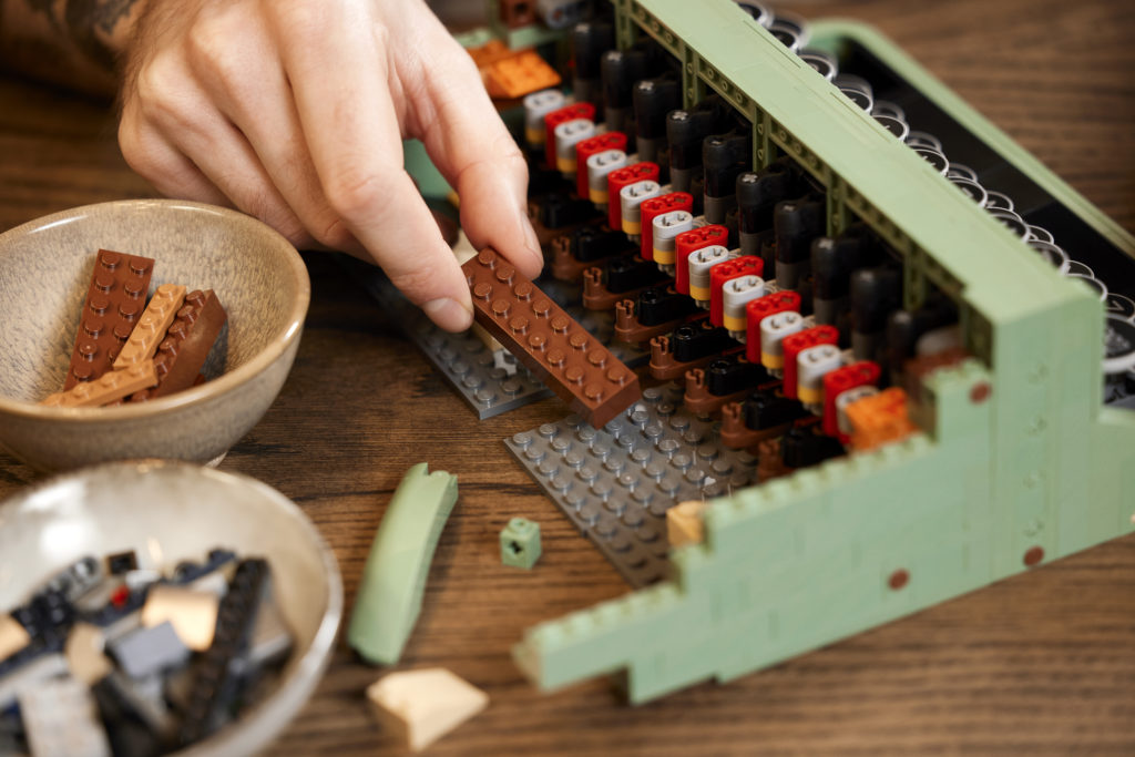 LEGO Ideas 21327 Typewriter lifestyle 7