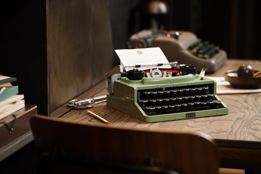 LEGO Ideas 21327 Typewriter lifestyle 8