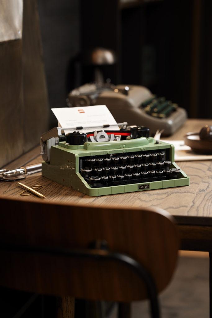 LEGO Ideas 21327 Typewriter lifestyle 9