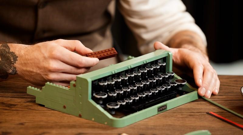 LEGO Ideas 21327 Typewriter Lifestyle Featured 4