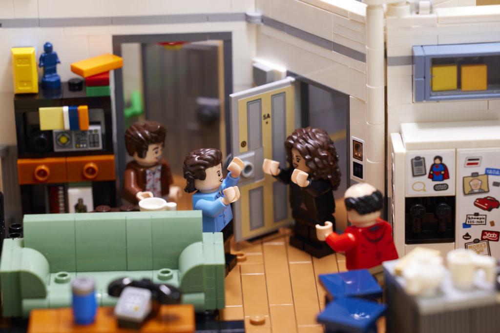 LEGO Ideas 21328 Seinfeld 23