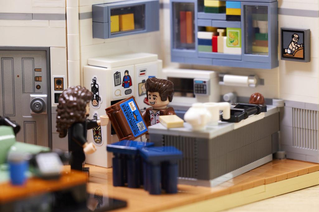 LEGO Ideas 21328 Seinfeld 24