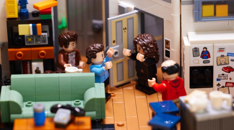 LEGO Ideas 21328 Seinfeld Featured 2