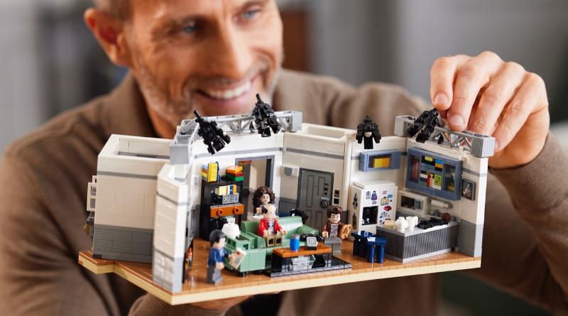 LEGO Ideas 21328 Seinfeld Featured 4